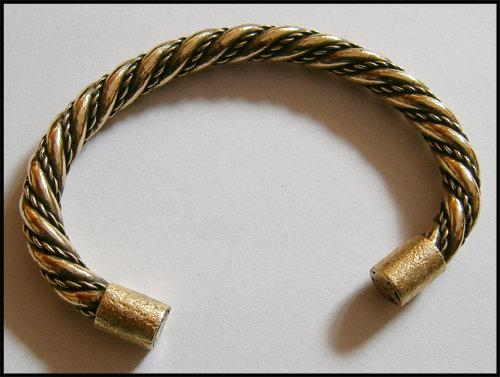 [Obrazek: brass_braided_bracelet_by_simoniculus-d613gv4.jpg]