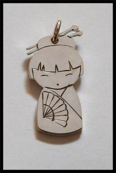 [Obrazek: kokeshi_pendant_by_simoniculus-d7iy7os.jpg]