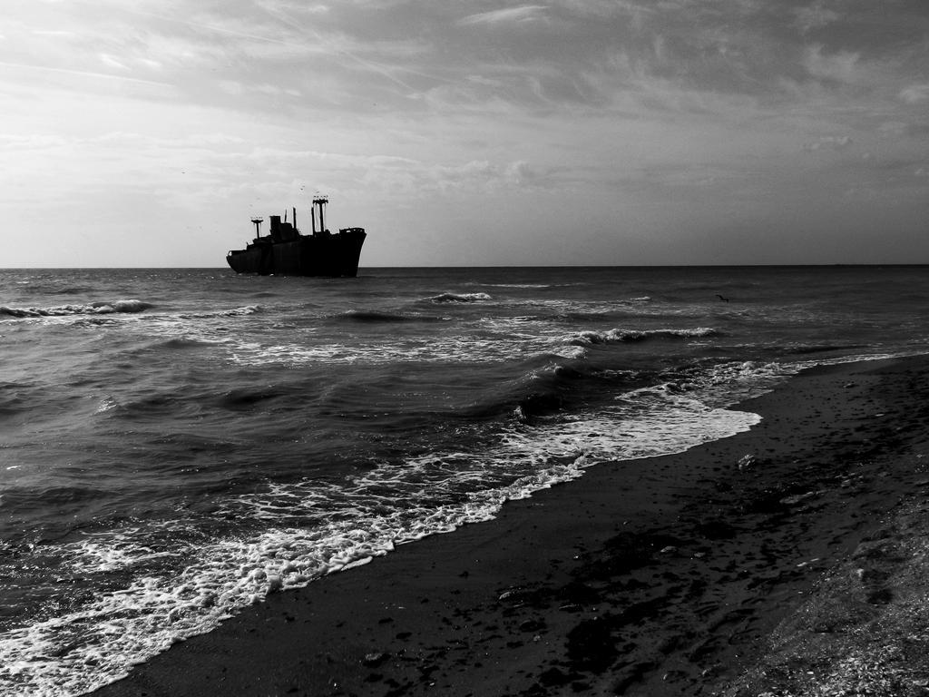 Restless Sea by yvonne-marry