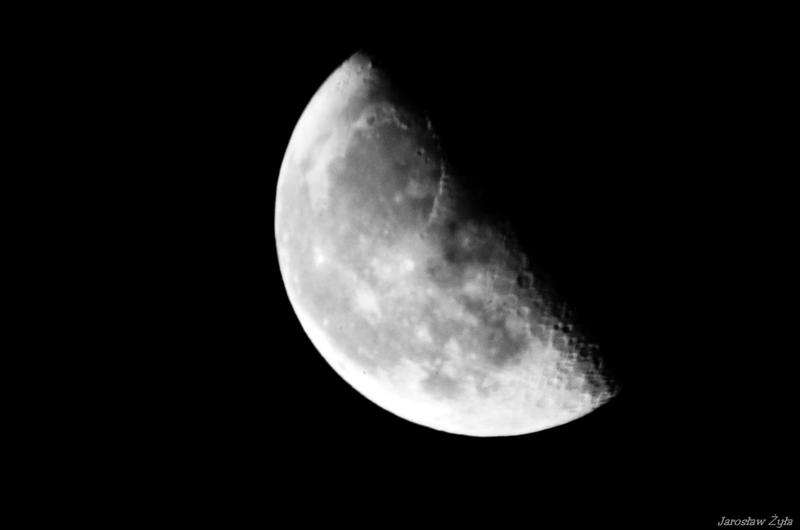 0.5 moon by jaro3001