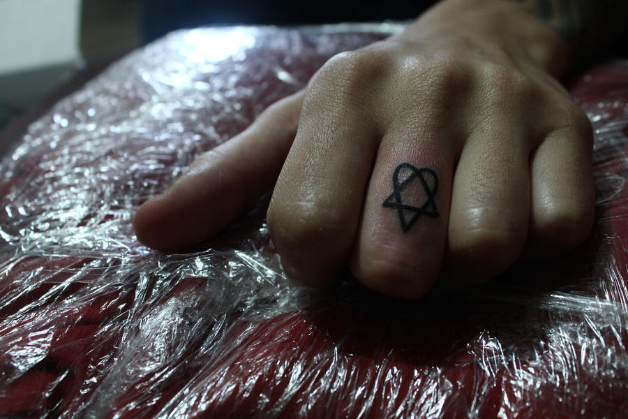 Heartagram by azderdtcs
