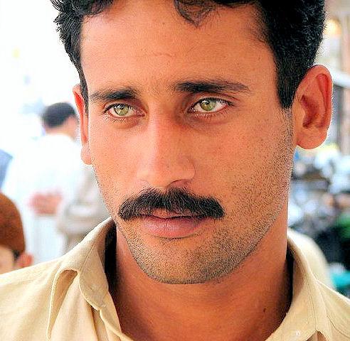 Do guys like green eyes