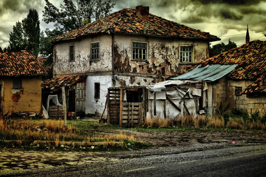 HDR Old Home by trmustapha