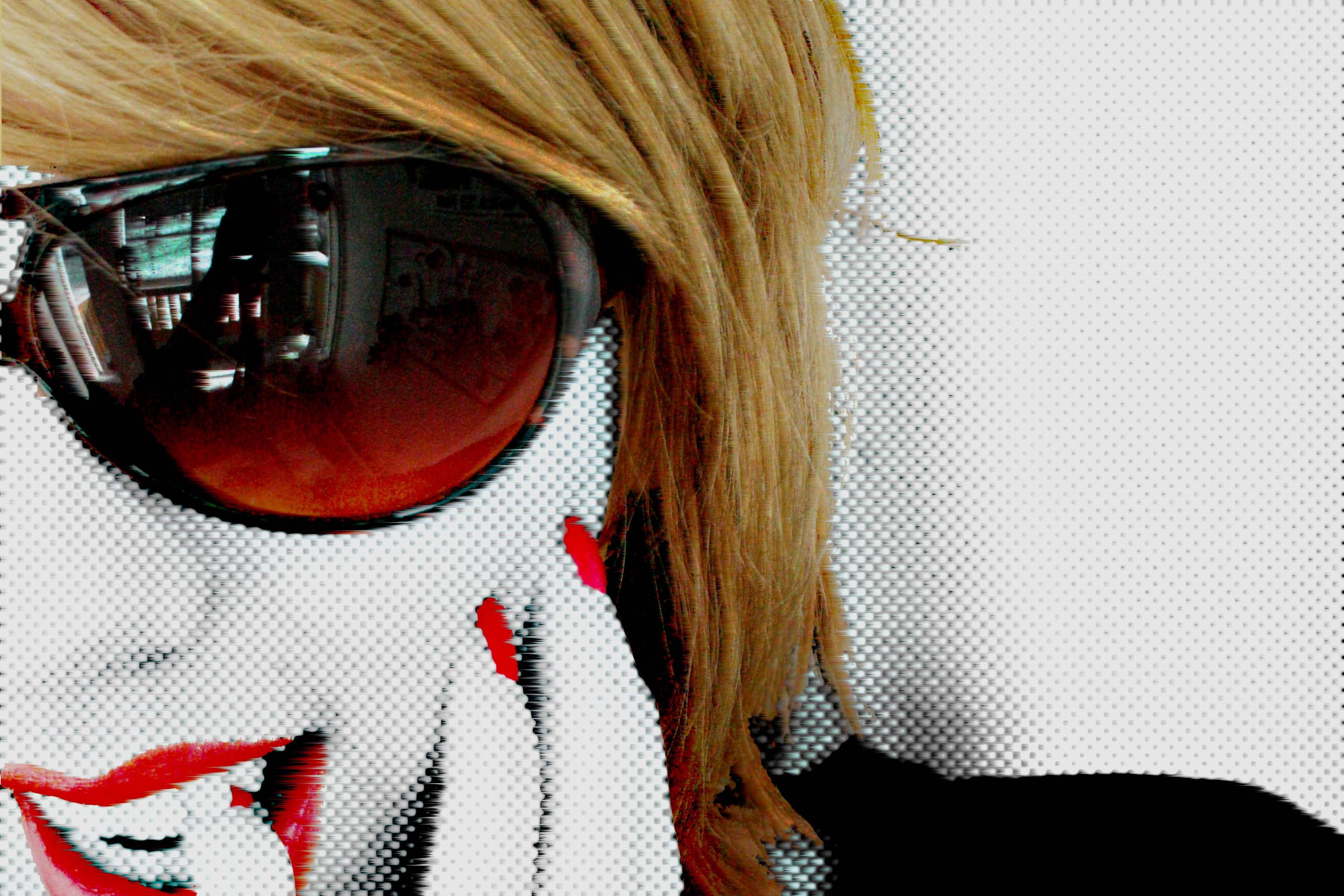 http://fc06.deviantart.net/fs10/i/2006/083/8/1/Red_lips_by_sharpend.jpg