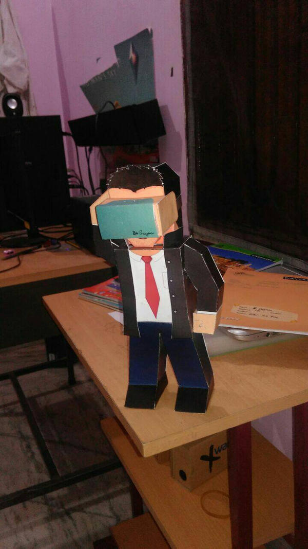 Paper hero wearing google cardboard by asirbachan