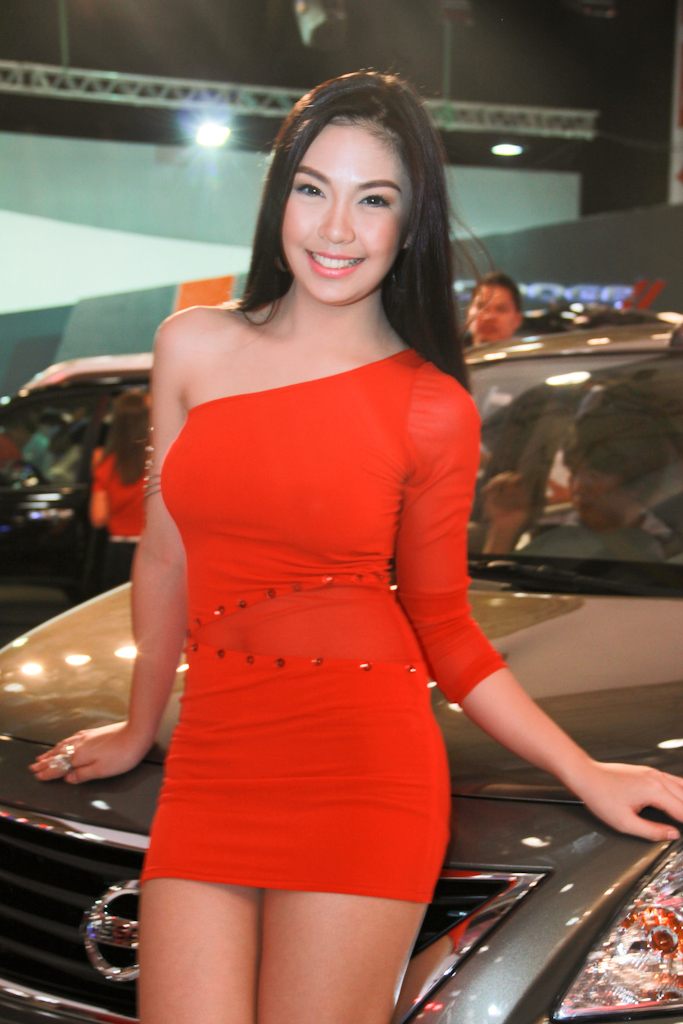 philippine international motor show  models  by eklektik am dfekeg
