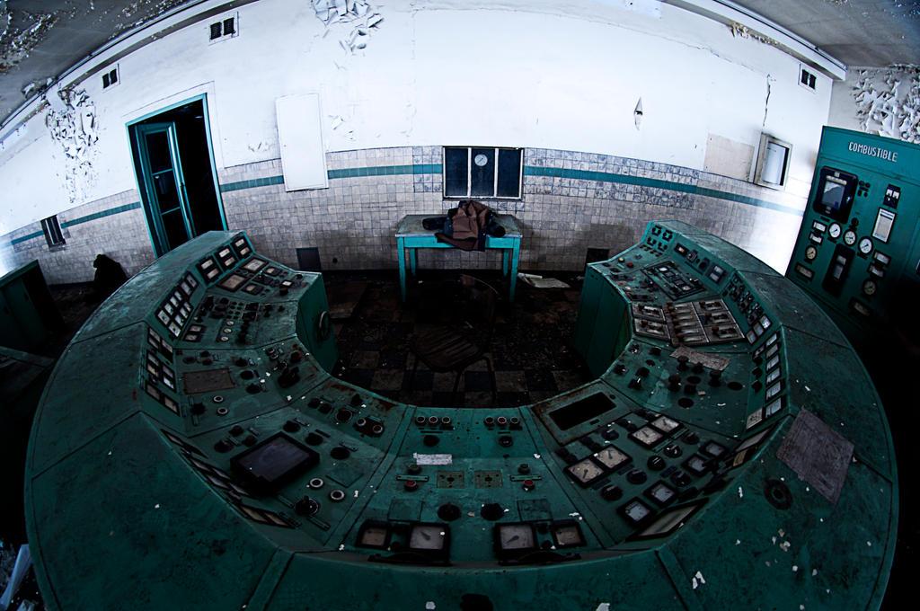 Control Room by kKimago