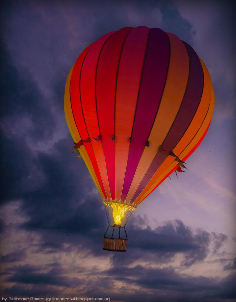File:Hot air balloons glowing at night at Lift Off Levin night ...