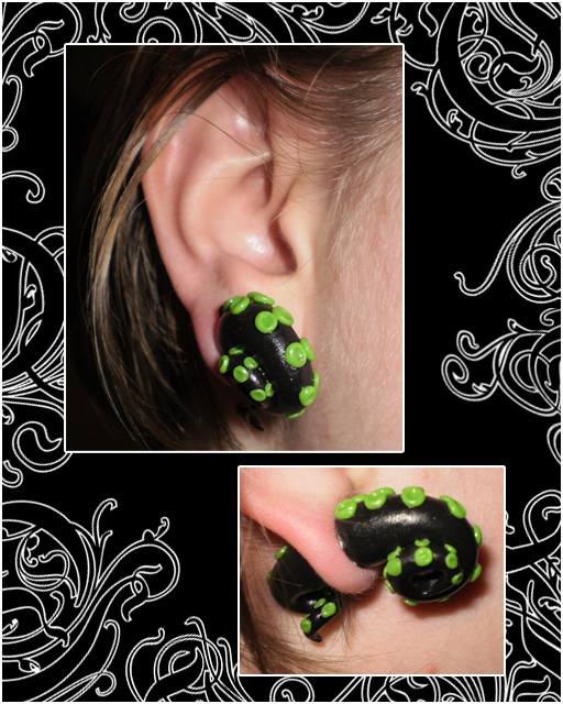 Tentacles in mah EARS by Lunnie