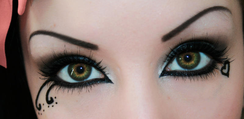Gothic Eyes by HelianthusMay on DeviantArt