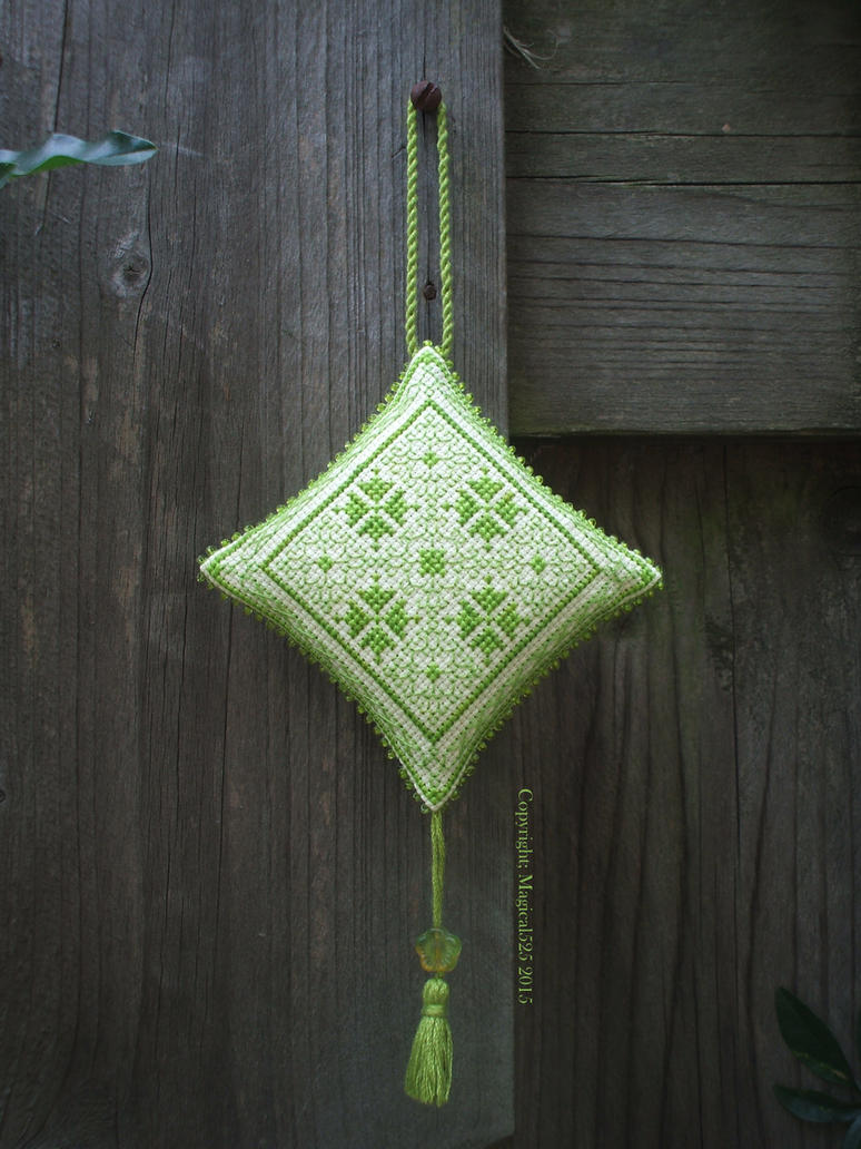 Ornament of the Month - August,  Ornament finish by Magical525