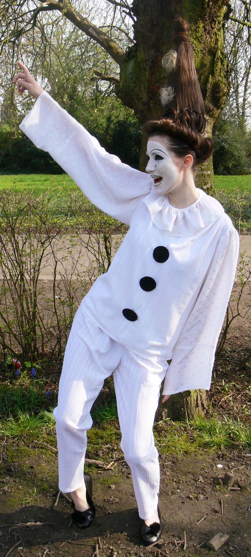 Pierrot 3 by senzostock