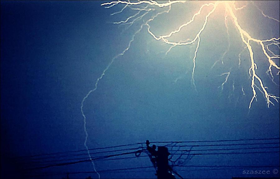 Lightning by szaszee