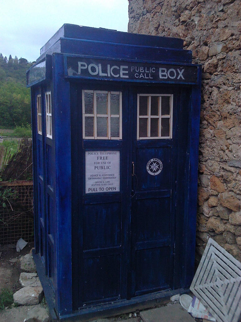 MY TARDIS ^^ by shakasama