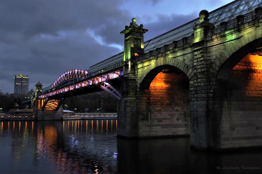 walking Andreevsky bridge