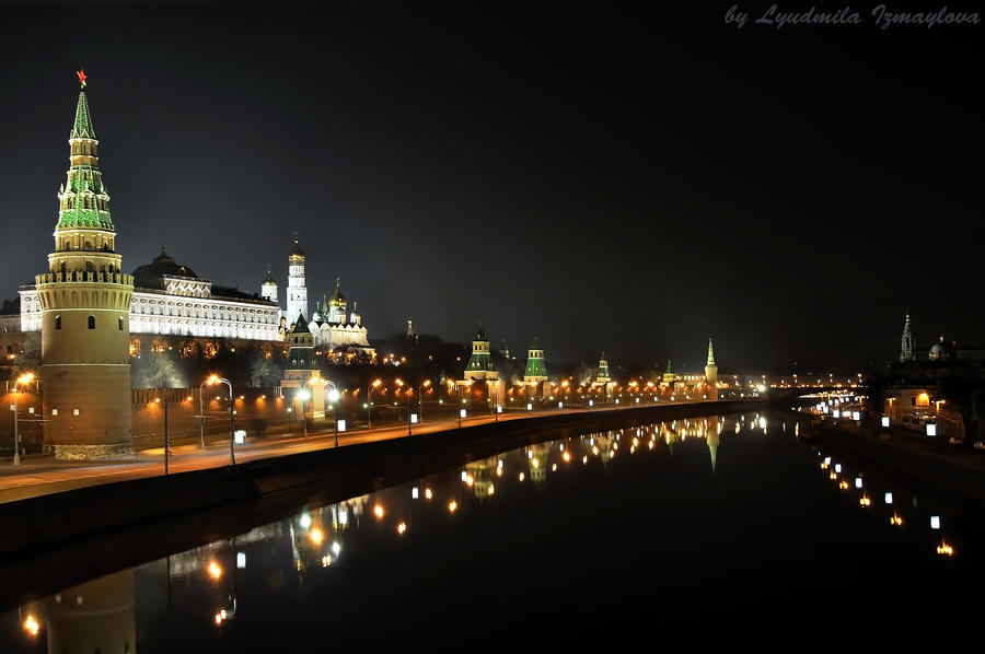 dark night of Kremlin embankment by Lyutik966