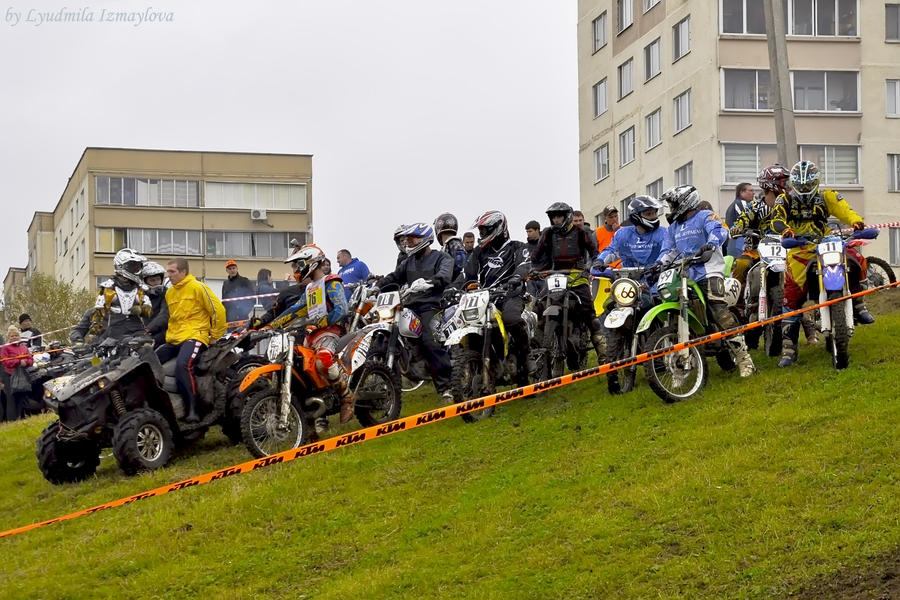 bikers on the start by Lyutik966