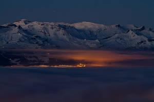 Mer de nuages de nuit by Arafinwearcamenel