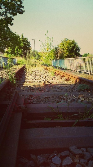 I will wait for the train ..... by LariumaHeartless
