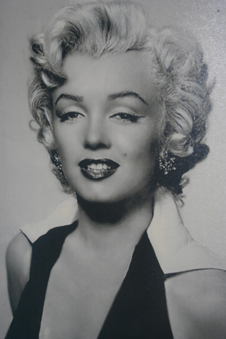 marilyn monroe poster black and white with red lips www