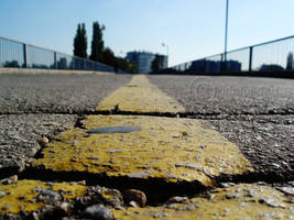 Yellow line by snupi2001