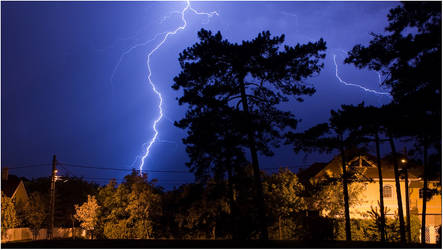 Lightning storm in Budapest by bandesz99