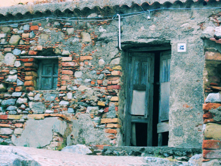 very old house by muybonbon