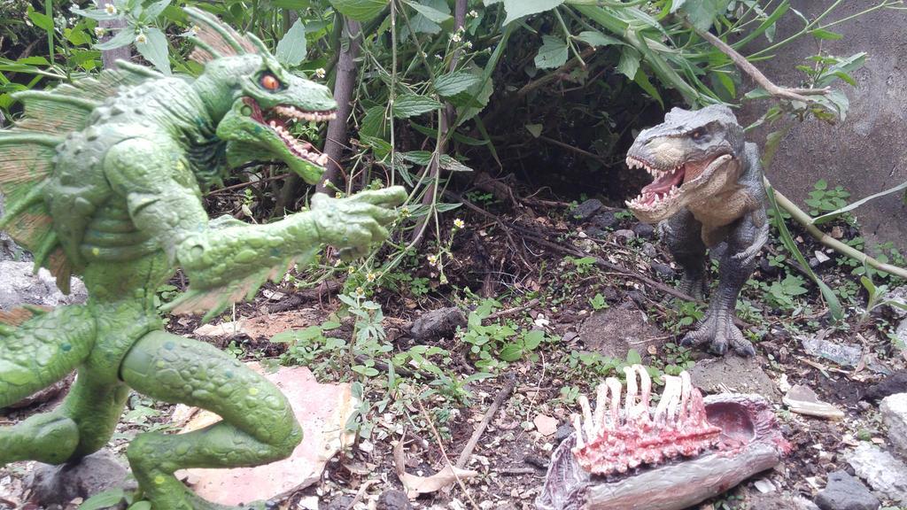 Sauro Sapiens Vs Tyrannosaurus by Krulos