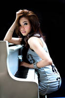 girl and piano by fdjs