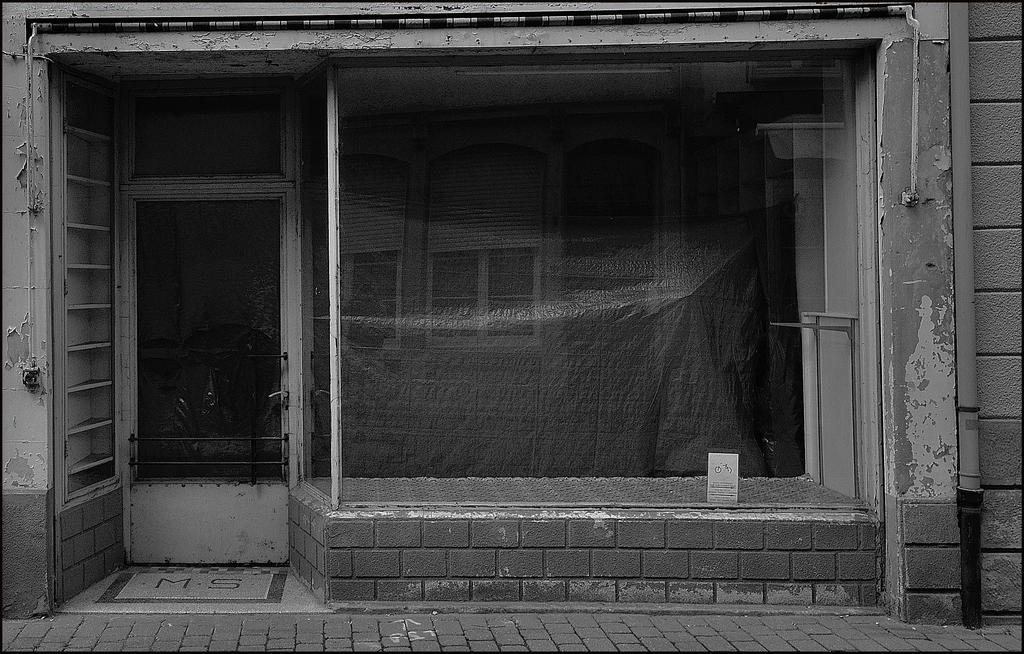 Life in the window of the other related by Wetterlage
