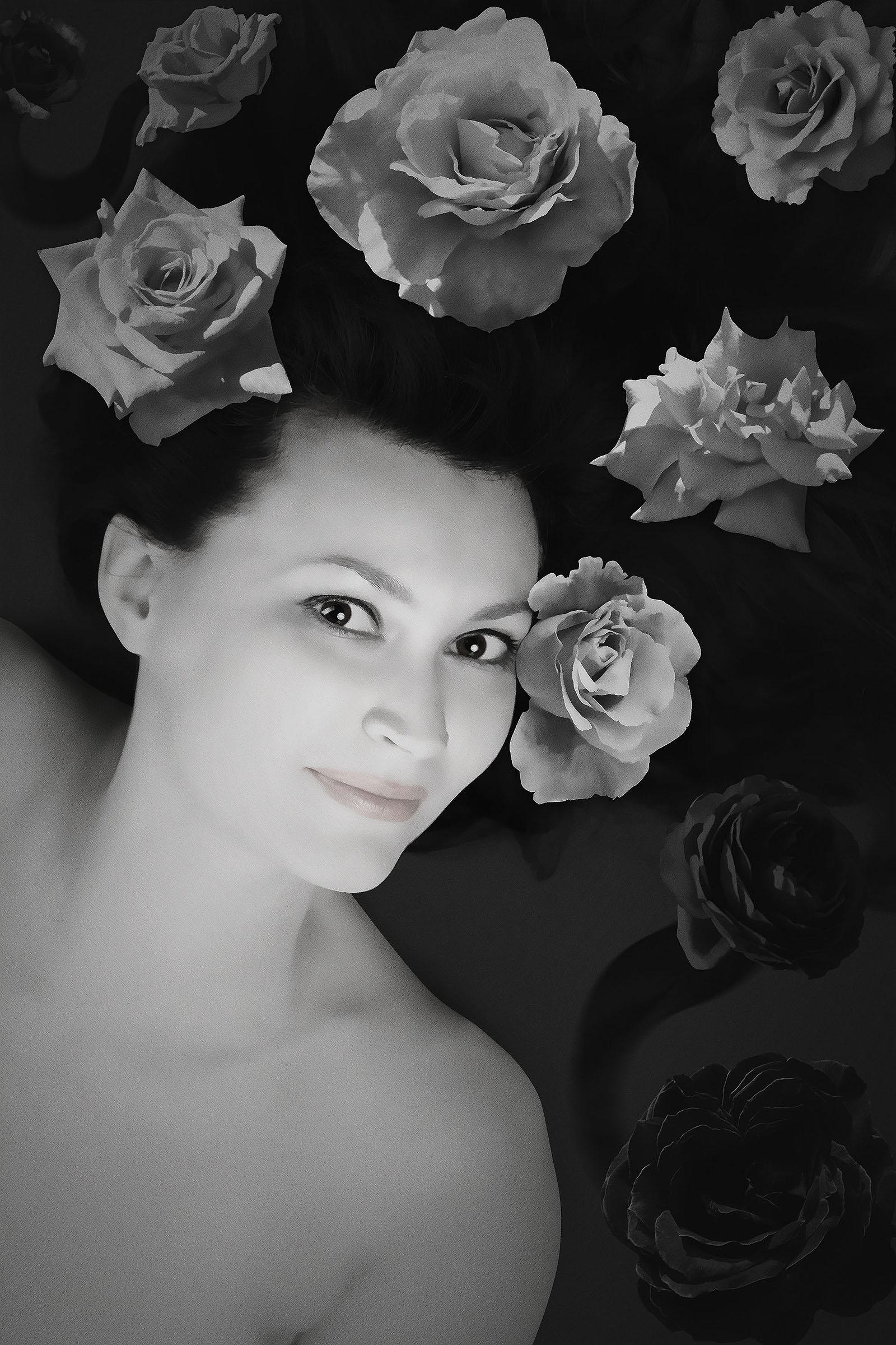 Black and white eyelook