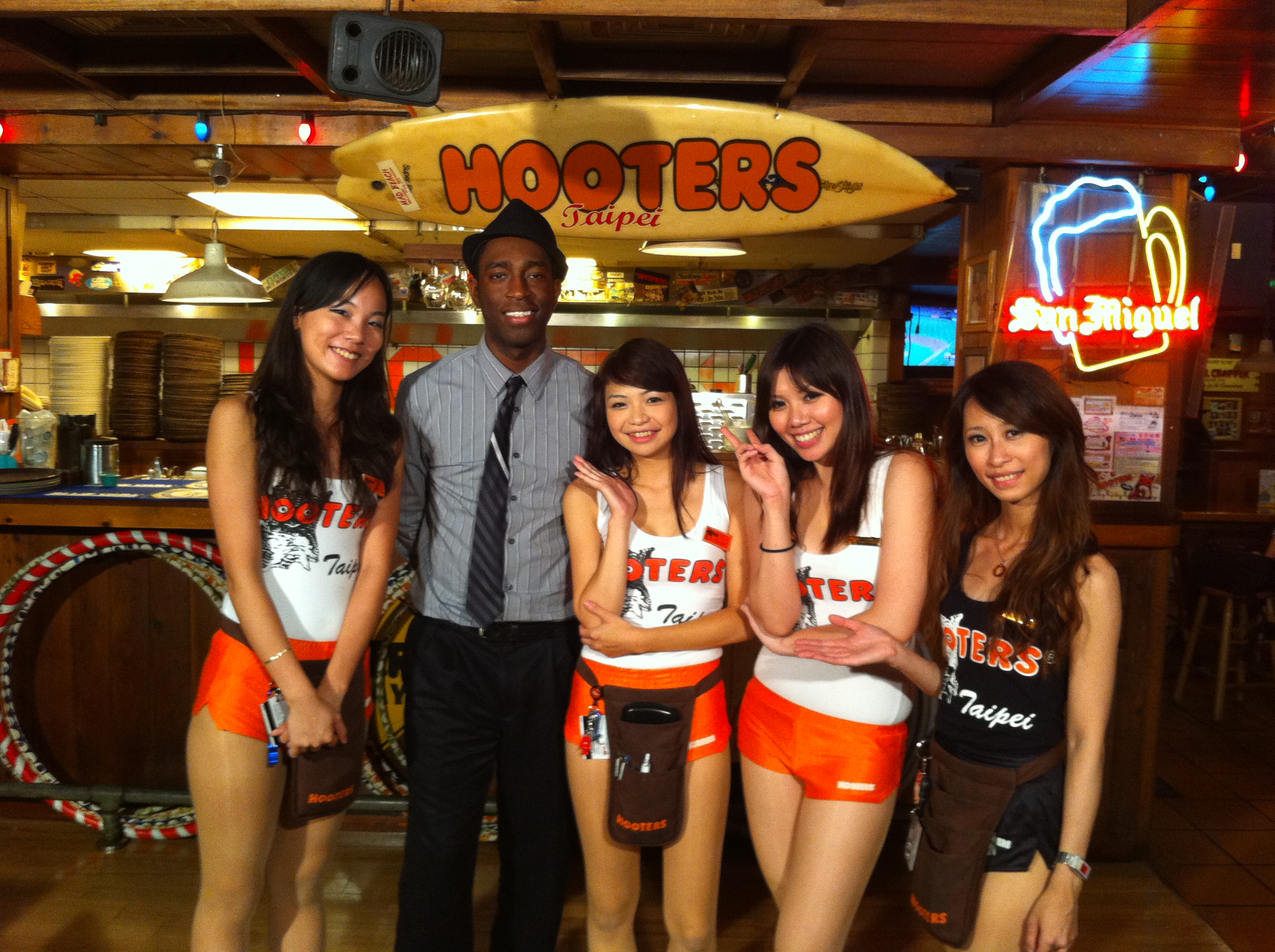 Dating a hooters waitress — 15
