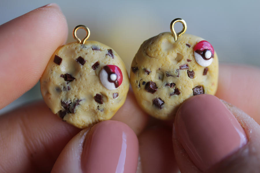 Pokeball cookies by MyPetiteCakes