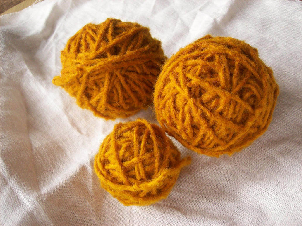 http://th05.deviantart.net/fs71/PRE/i/2013/311/b/e/woollen_yarn___dyed_with_onion_shells_by_tanjaesk-d6tcew4.jpg