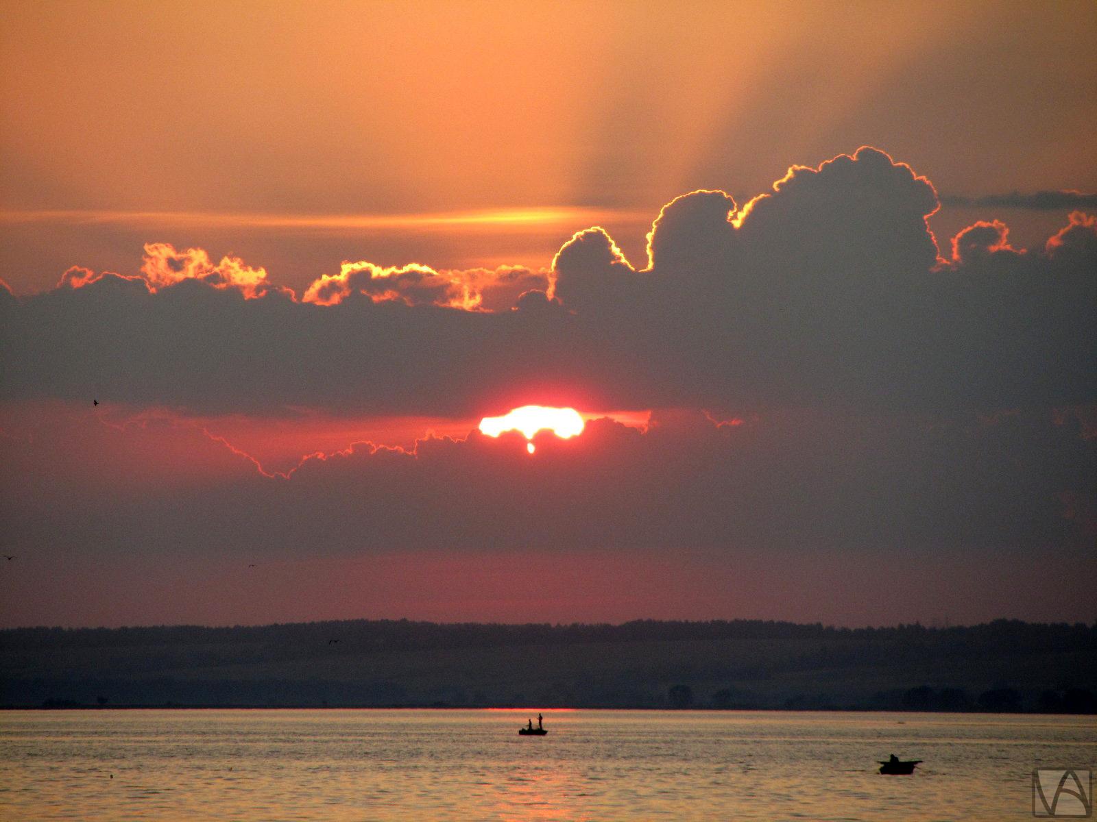 Under the sun by Varnoel-Arisilme