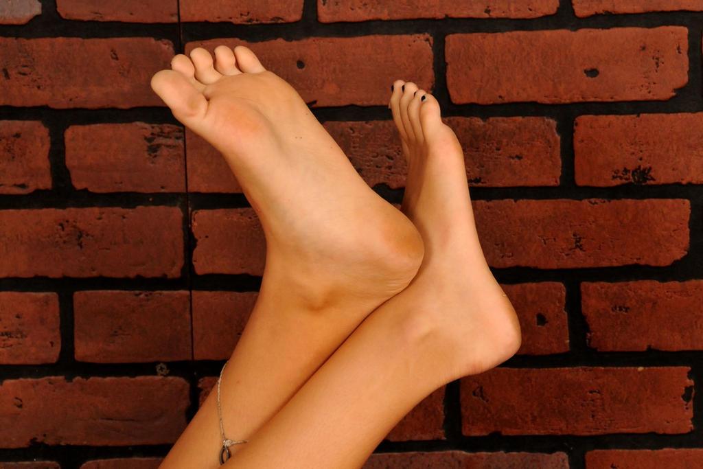 Stephanie Barefoot07 by dm0110