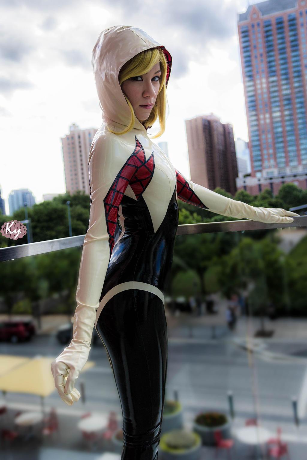 Latex Spider Gwen - City by KayLynn-Syrin