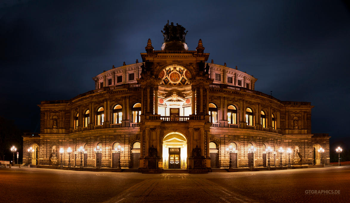 Semperoper by taenaron