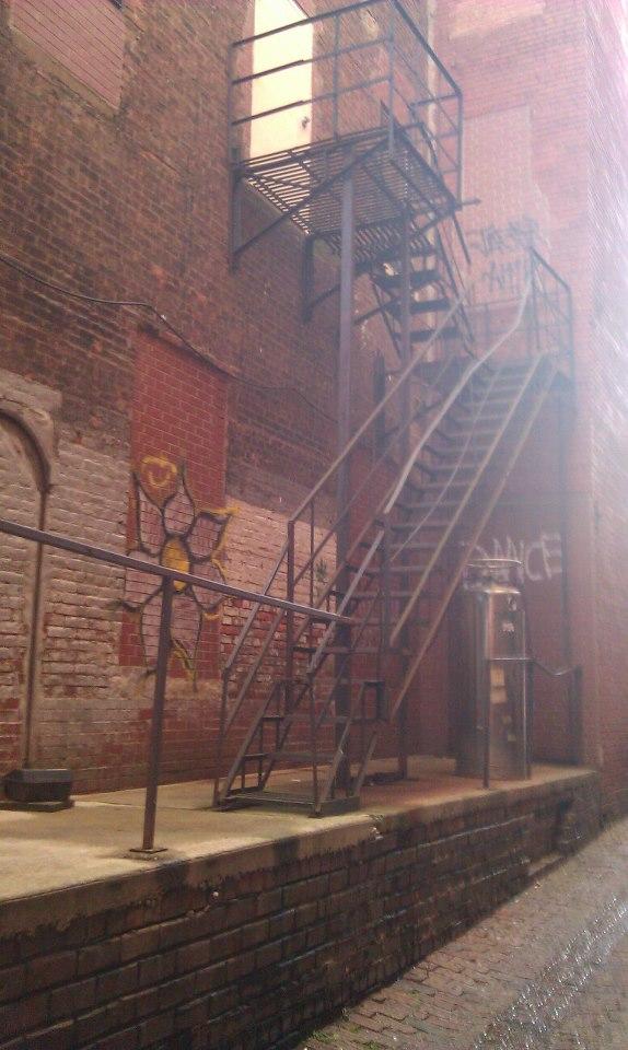 Alleyway by Slicenndice