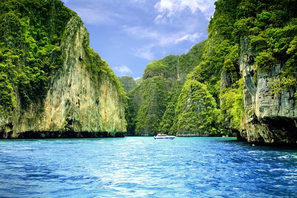 maya bay phuket by mikzack