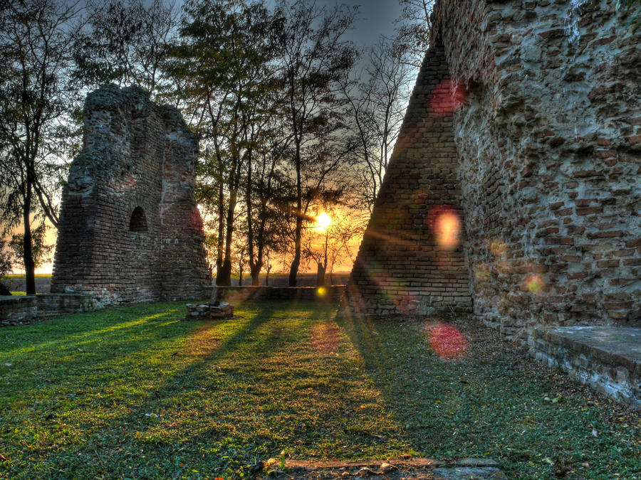 Csomorkany church ruins