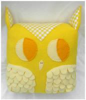 Large Yellow Owl by elbooga