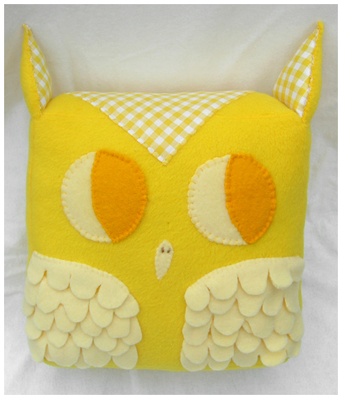Large Yellow Owl by elbooga