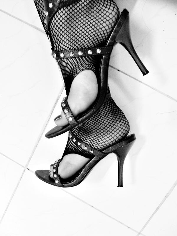 visoke potpetice... Unknown_fetish_by_darkbylarissa