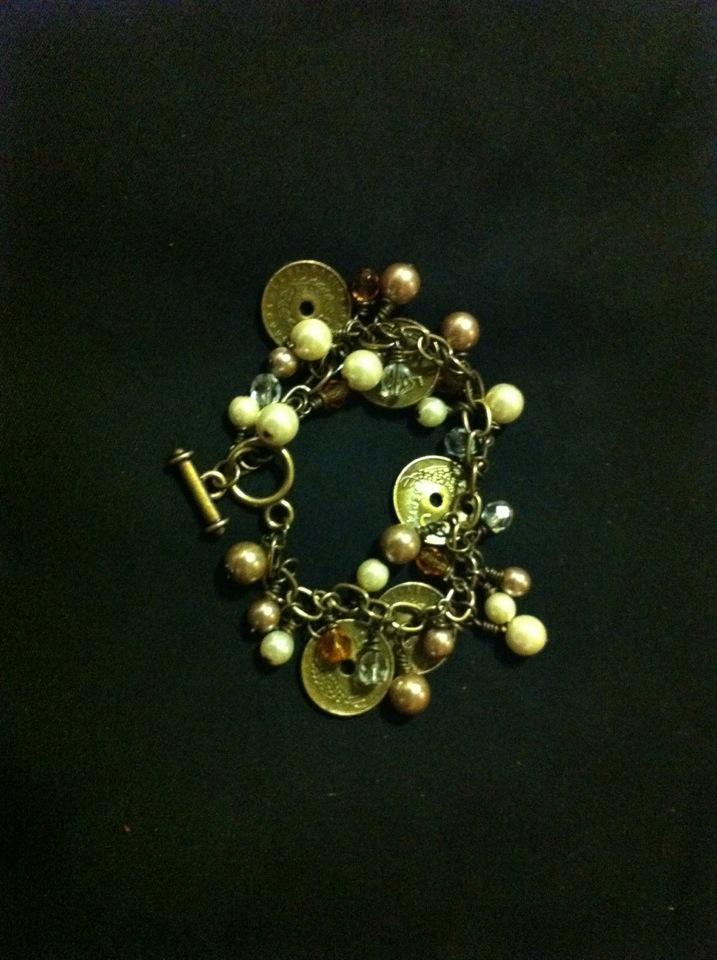 Bracelet making #2 by missmiakomyori