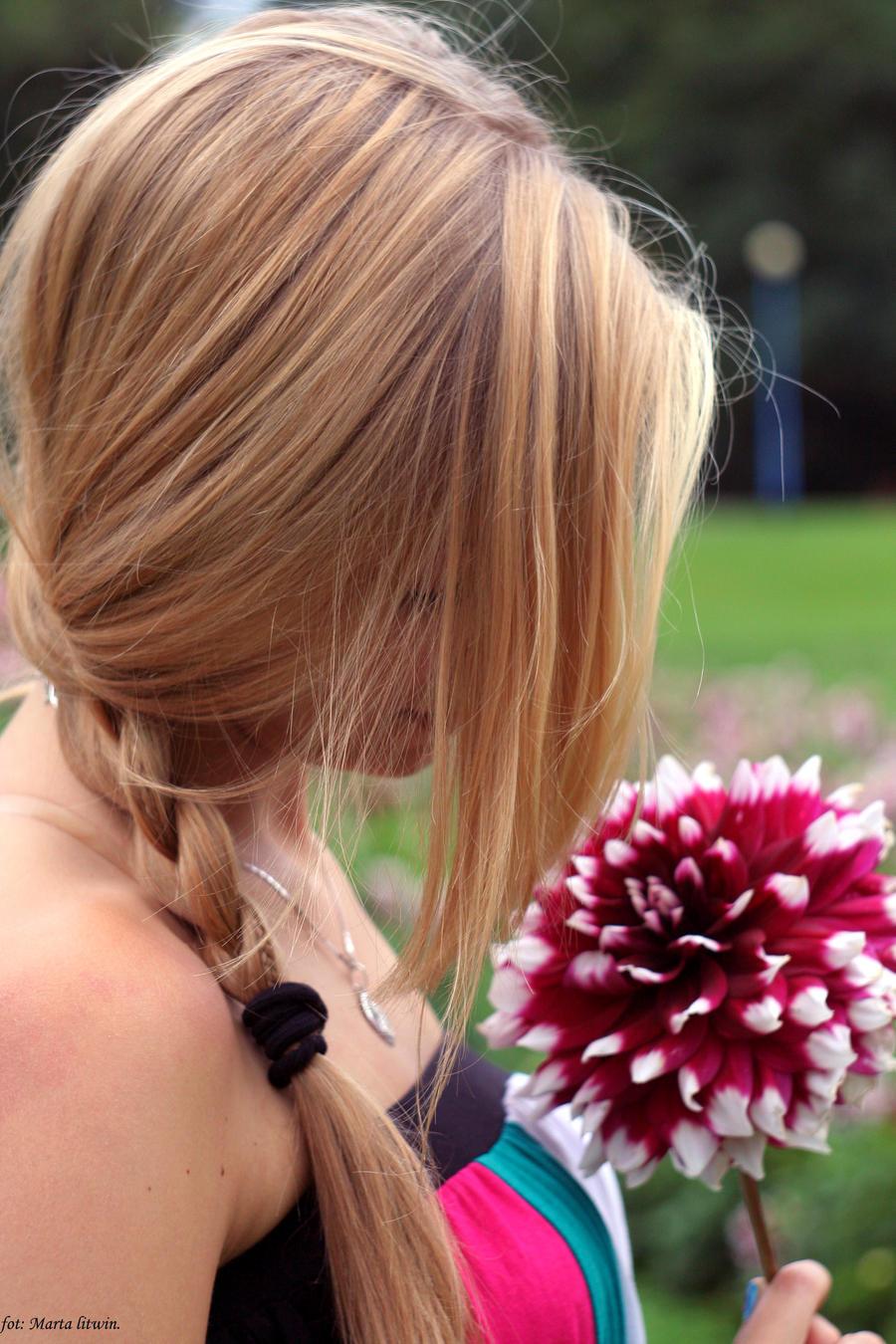 flower by ememl