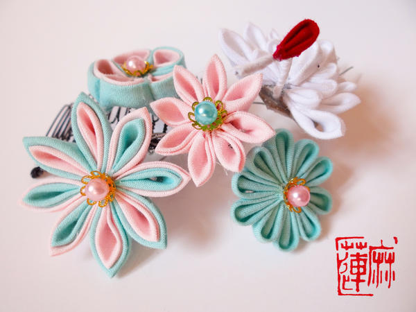 Crane with pastel flowers comb kanzashi by rukichen