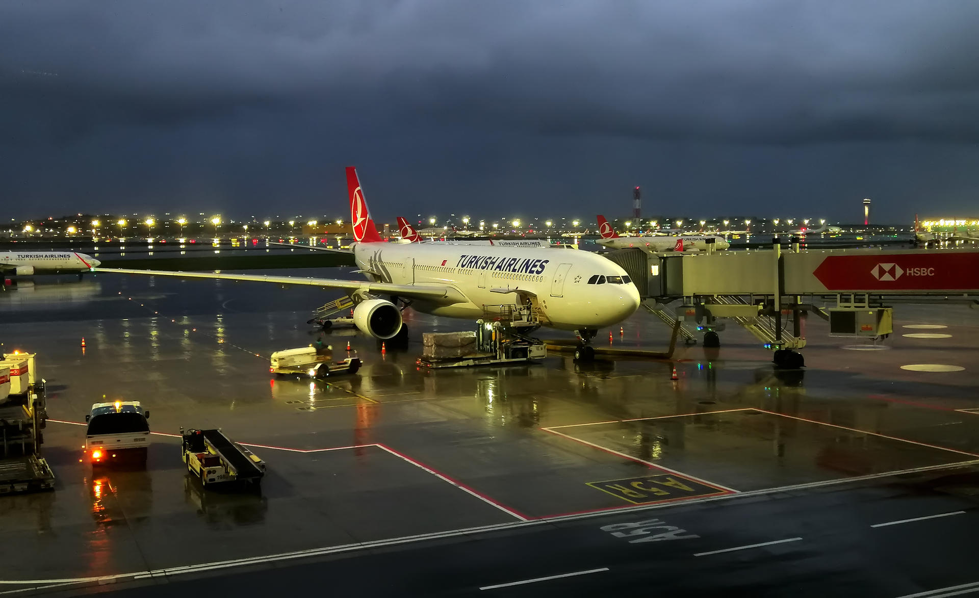 turkish_airlines_tc_lnd_airbus_a330_300_