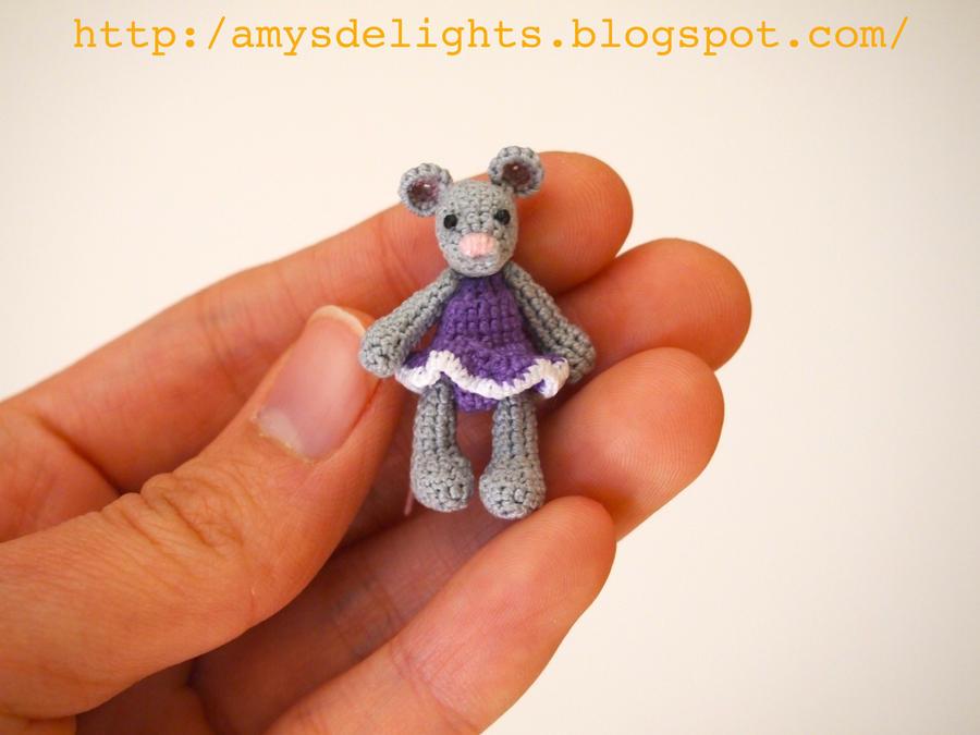Amour Fou | Crochet }: { Minty, the tiny mouse... } | 675x900