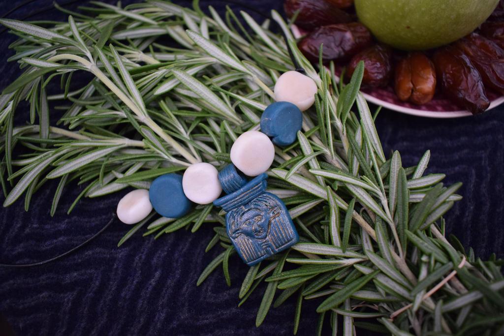 Hathor Amulett Blau by PoetaImmortalis